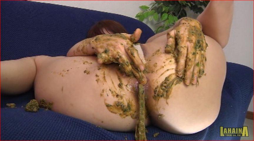お尻からとろ~り垂れ流される軟便ウンコをお尻に塗り拡げながらアナルオナニー
