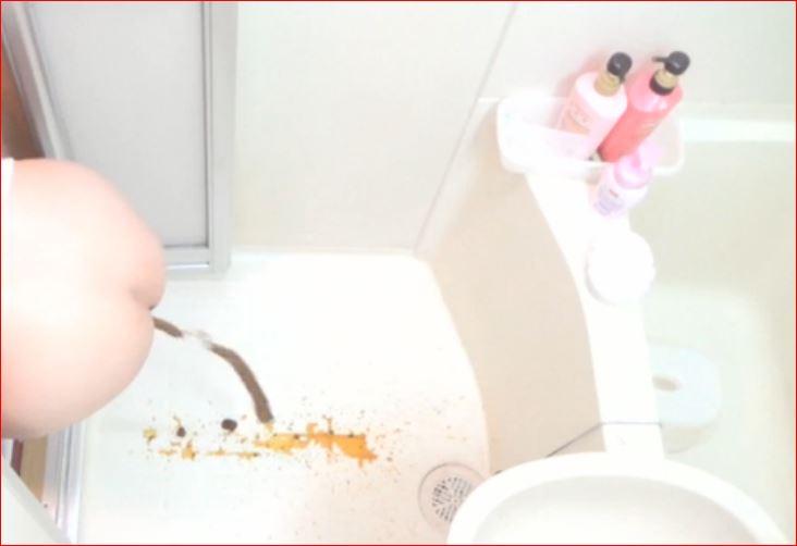 我慢できなくてお風呂場でうんちしちゃう女の子